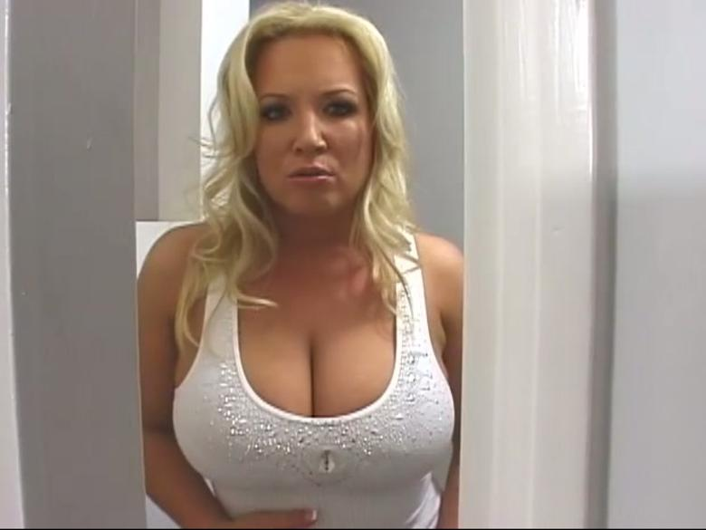 Blonde MILF Rachel Love attaches breasts pump cups to her knockers  393434